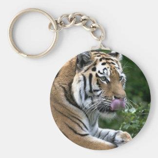 Lengua del tigre llavero redondo tipo pin