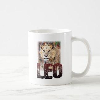 Leo o león africano, un gato felino salvaje, taza de café
