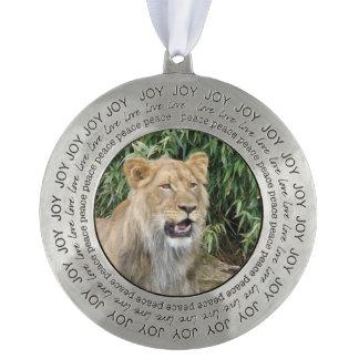 León africano adorno redondo de peltre
