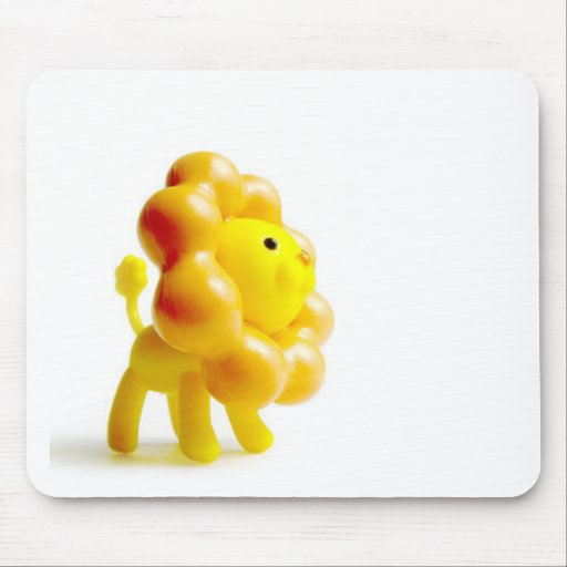 león amarillo valiente tapetes de ratón