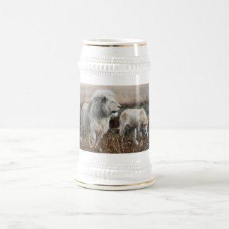 León como rey jarra de cerveza