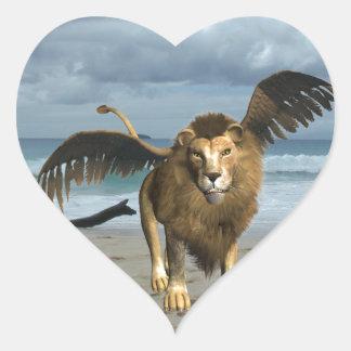 León con alas en los pegatinas de la playa calcomanía de corazón