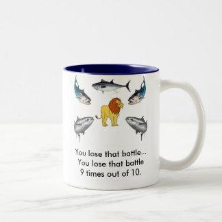 León contra atún taza