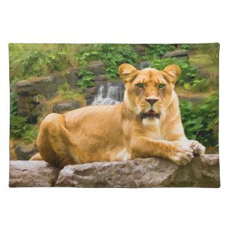 León de mentira en una roca Placemat Mantel Individual