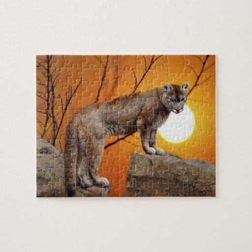 León de montaña en la puesta del sol rompecabeza