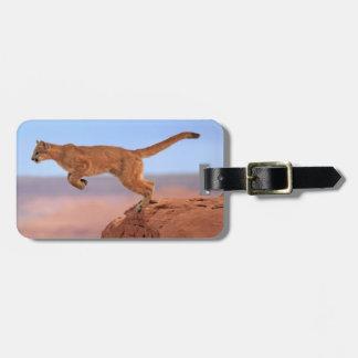León de montaña etiqueta para maleta