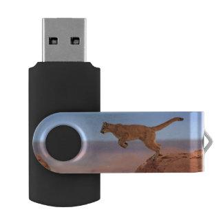 León de montaña pen drive giratorio USB 2.0