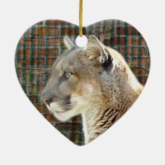 León de montaña/puma adorno navideño de cerámica en forma de corazón