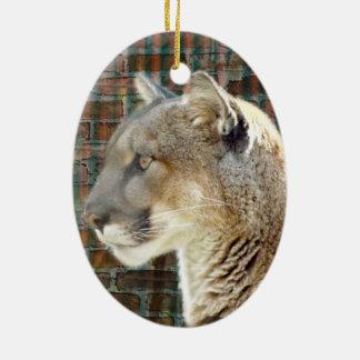 León de montaña/puma adorno navideño ovalado de cerámica