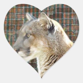 León de montaña/puma pegatina en forma de corazón