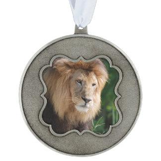 León de vagabundeo adorno ondulado de peltre