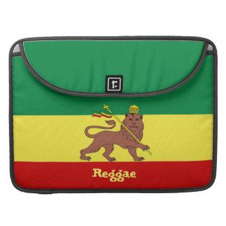 León del reggae de Rasta de la favorable manga 15 Fundas Macbook Pro
