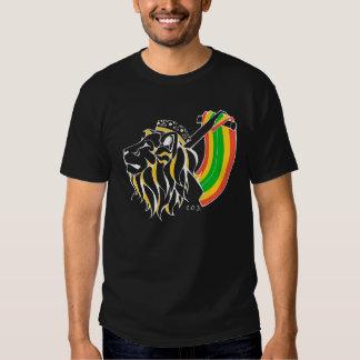León del reggae de Rasta que asciende Polera