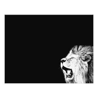 """León del rugido folleto 8.5"""" x 11"""""""