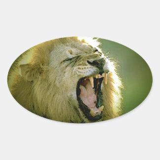 León del rugido pegatina ovalada