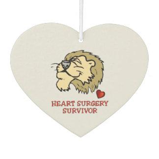 León del superviviente de la cirugía de corazón