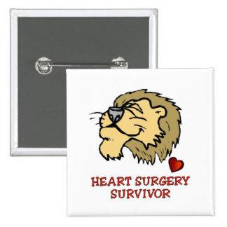León del superviviente de la cirugía de corazón pin cuadrado