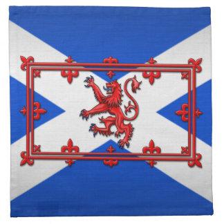 León desenfrenado en bandera escocesa servilleta imprimida