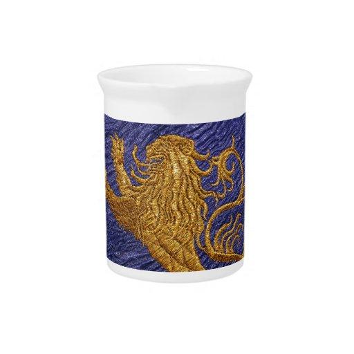 León desenfrenado - oro en azul jarra