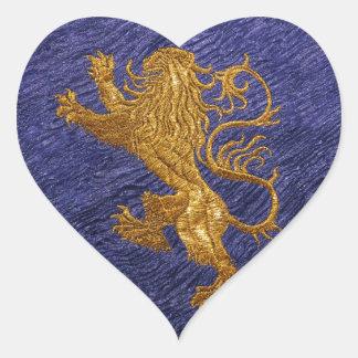 León desenfrenado - oro en azul pegatina en forma de corazón
