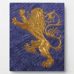 León desenfrenado - oro en azul placas