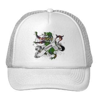León joven del tartán gorras de camionero