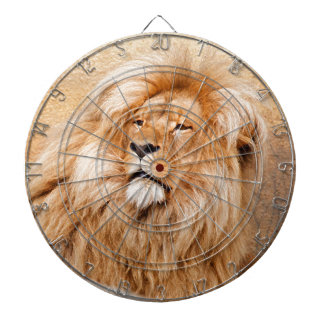 León majestuoso tablero de dardos