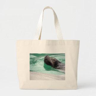 León marino lindo de la natación bolsas lienzo
