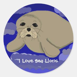 León marino lindo del dibujo animado pegatina redonda