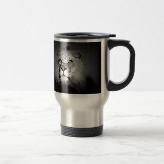 León negro y blanco taza de viaje