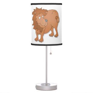 León que juega con su cola lámpara de mesa