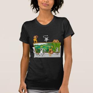 león y ardillas con el tablero camisetas