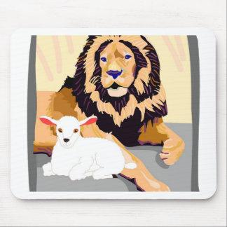 León y cordero alfombrillas de ratones
