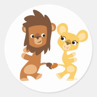 León y leona del dibujo animado que bailan pegatina redonda