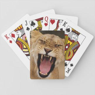 Leona (Panthera Leo) que gruñe con Cub Cartas De Póquer