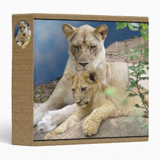 Leona y carpeta de Cub