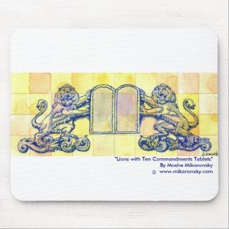 Leones con diez tabletas de los mandamientos mousepad