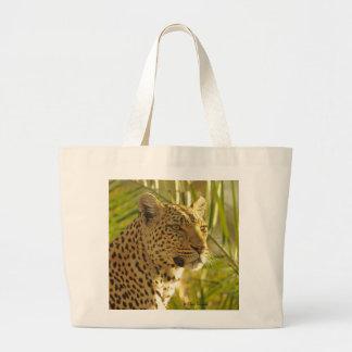 Leopardo con las hojas de palma bolsa de tela grande