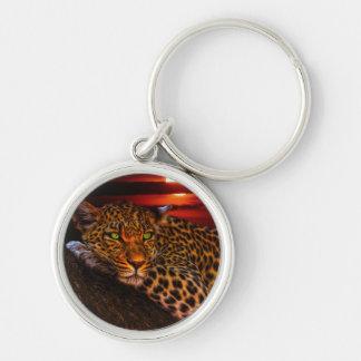 Leopardo con puesta del sol llavero redondo plateado