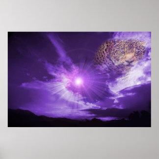 Leopardo en cielo púrpura. poster