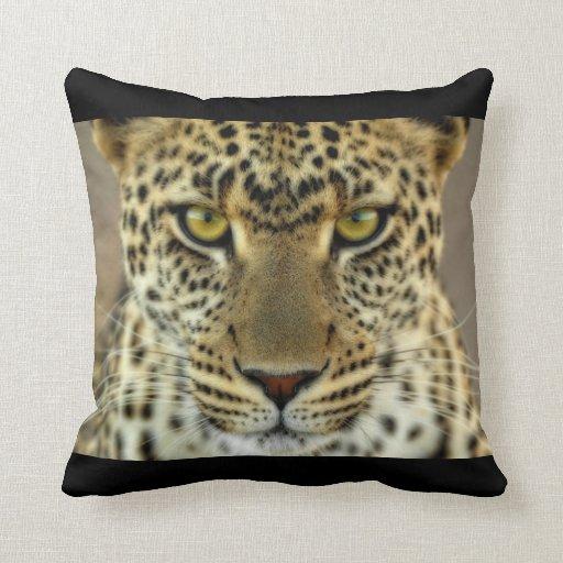 Leopardo feroz almohada