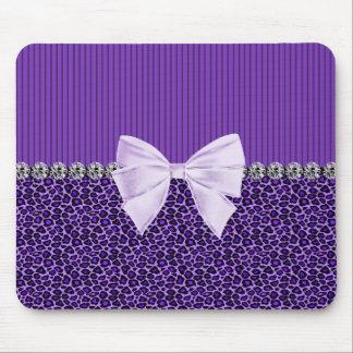Leopardo púrpura con el falso diamante del arco alfombrilla de ratón