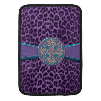 Leopardo púrpura con el nudo de plata del Celtic Fundas Macbook Air