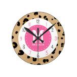 Leopardo y reloj rosado del monograma