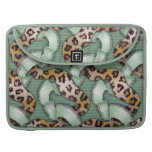 Leopards 'n Lace - green - Sleeves For MacBook Pro