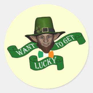 Leprechaun afortunado irlandés divertido etiqueta