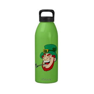 Leprechaun de risa botallas de agua