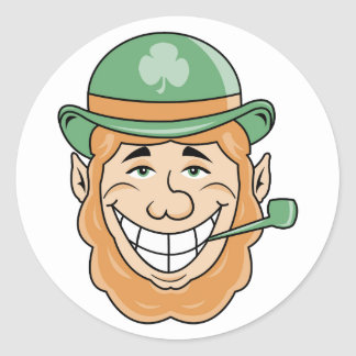 Leprechaun irlandés etiqueta redonda