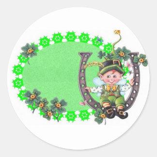 Leprechaun irlandés pegatina redonda