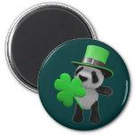 Leprechaun lindo de la panda 3d (editable) imán de frigorifico